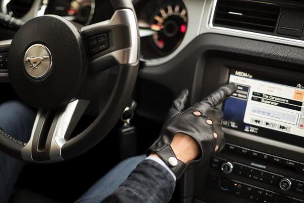 Samochodowe rękawiczki męskie ze skóry idealne do prowadzenia auta