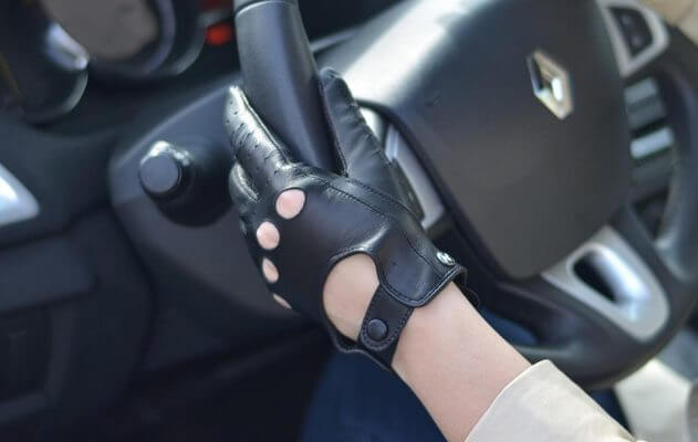 Damskie rękawiczki skórzane do prowadzenia samochodu