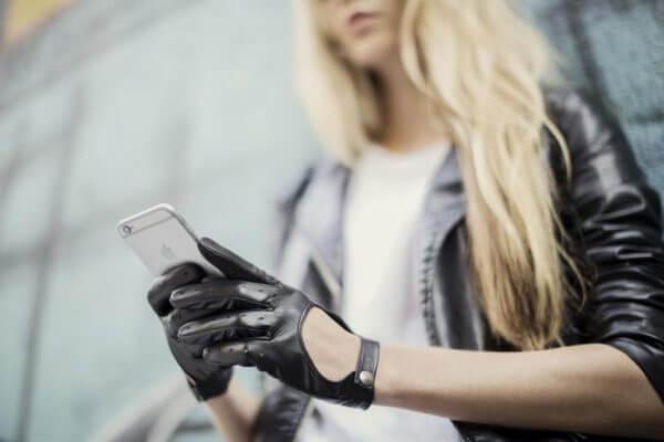 Damskie rękawiczki samochodowe napoMODO w kolorze czarnym.